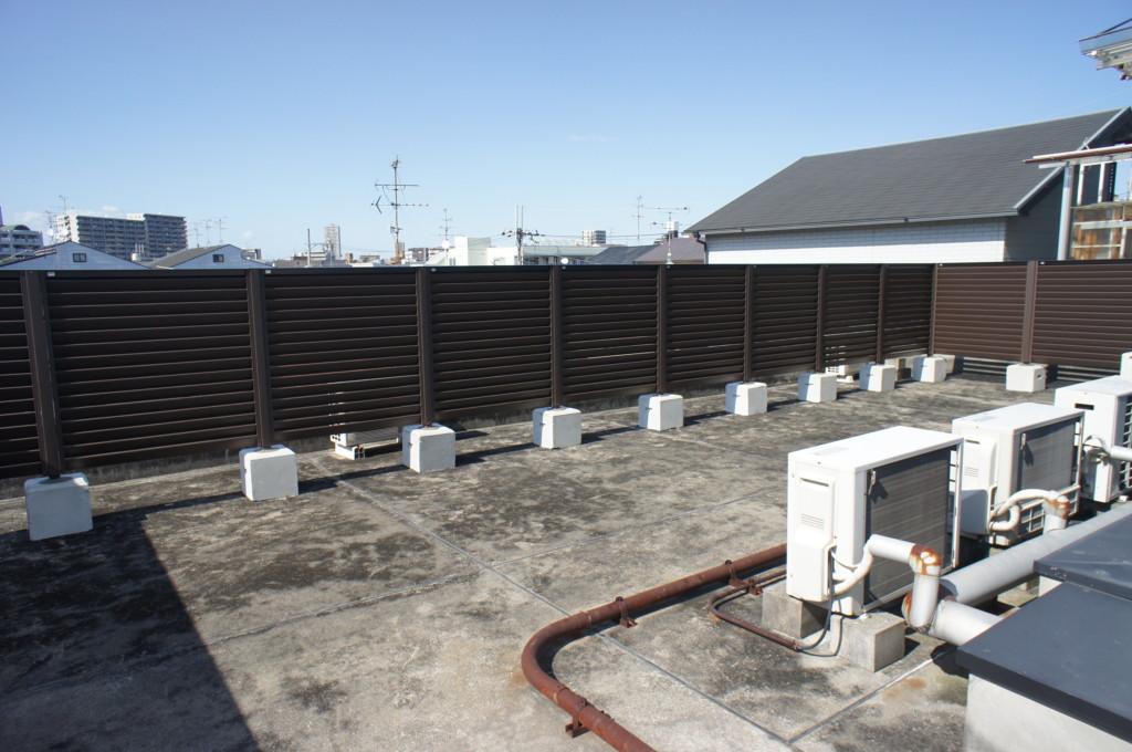 木調目隠しフェンス設置(四国化成・ハイパーテーション2型・H1200)