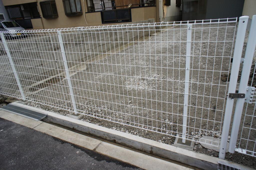 メッシュフェンス・メッシュ門扉の設置 (商品:アイビ産業(株) オリジナルメッシュフェンス)