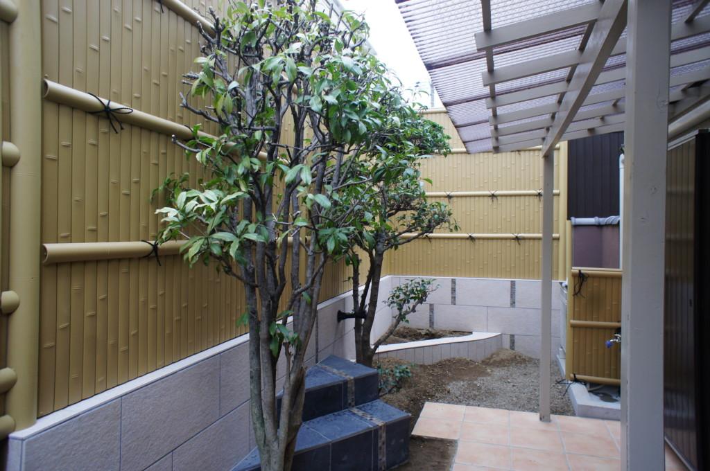 竹垣フェンス(バンプー)の設置 (商品:四国化成 和・建仁寺垣)