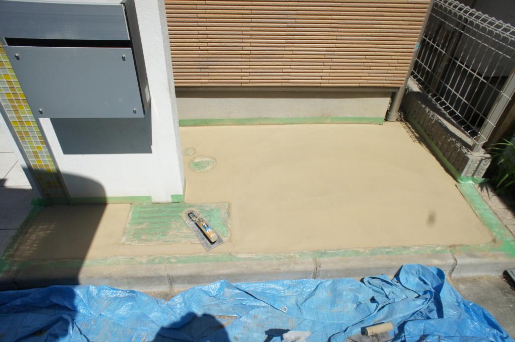 玄関横 コンクリート施工(カラーコンクリート)