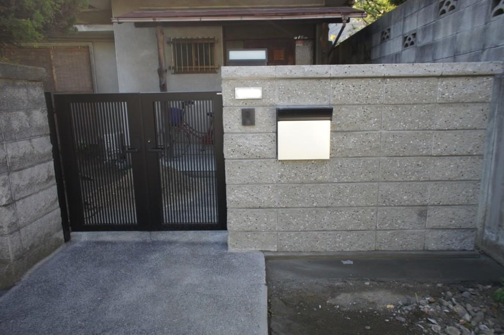 門扉設置・リブブロック施工(ポスト・表札・門燈設置)