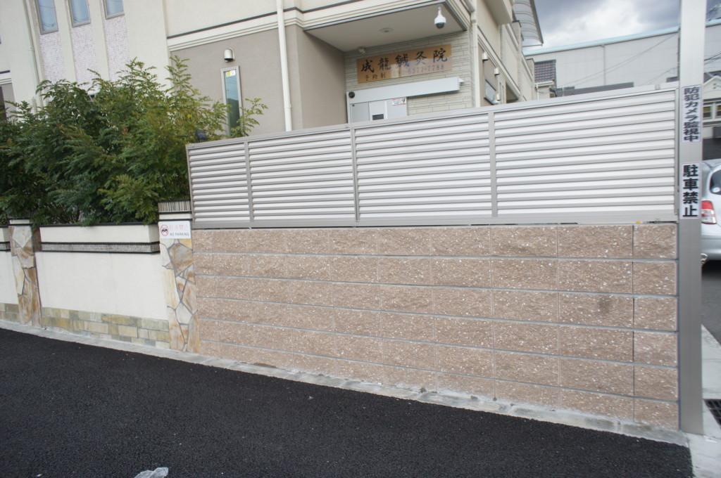 ブロック塀・目隠しフェンス設置(四国化成・クレディフェンス6型)