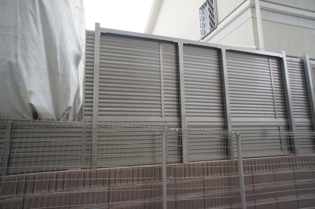 目隠しフェンス設置(四国化成・クレディフェンス6型創作施工)