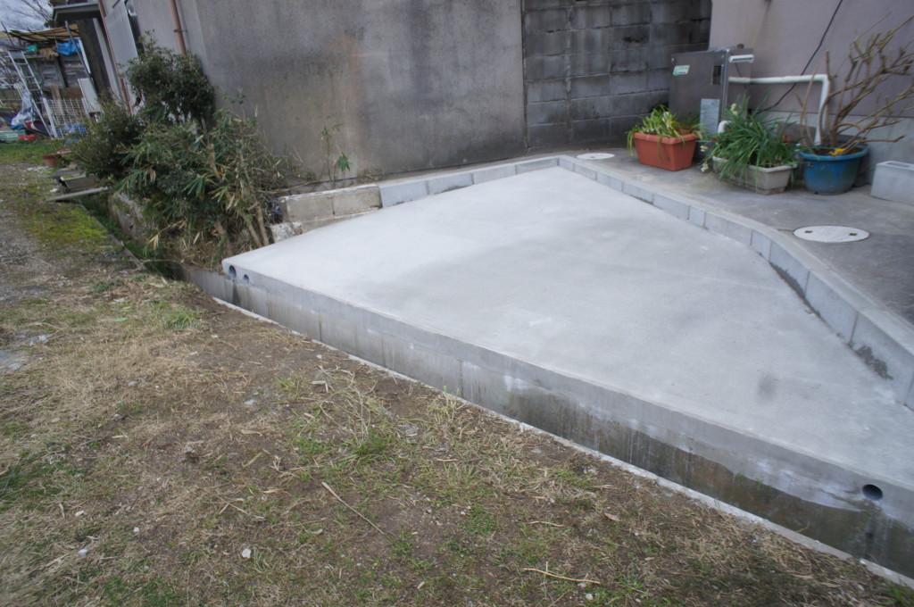 庭を駐車場へ、コンクリート工事
