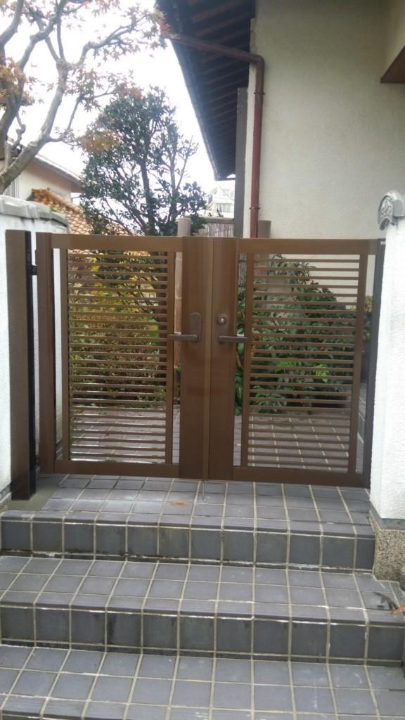 アルミ形材門扉の設置 (四国化成・クレディ門扉R1型)