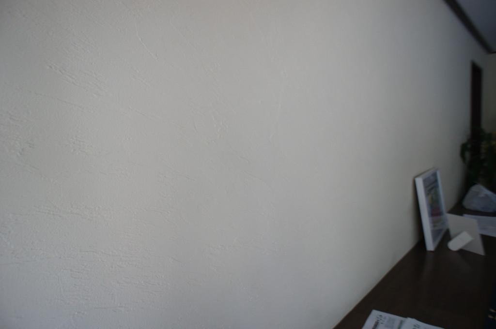 マンション 壁リフォーム (既存ビニールクロスの上から珪藻土施工)