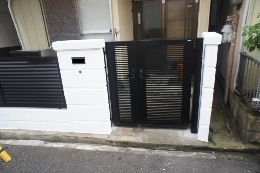 アルミ形状門扉・目隠しフェンス・ポスト設置・ブロック塗装
