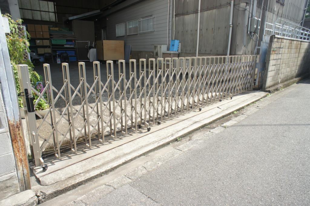 アコーディオン門扉設置(四国化成・ニューハピネスHG)