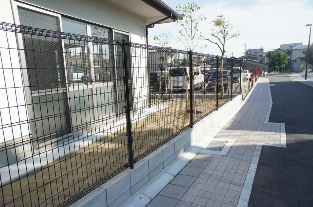 メッシュフェンス・ネットフェンスH1500設置(朝日スチール)
