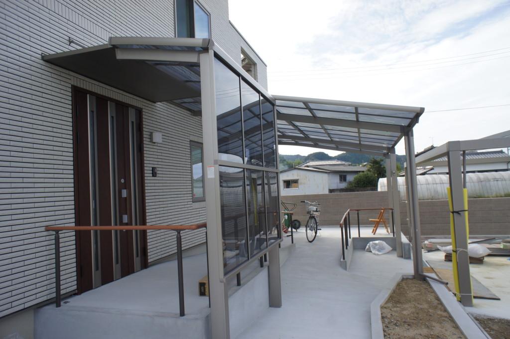 ベランダ テラス屋根設置 (LIXIL・ルーフポートシグマⅢ・フーゴRミニ)