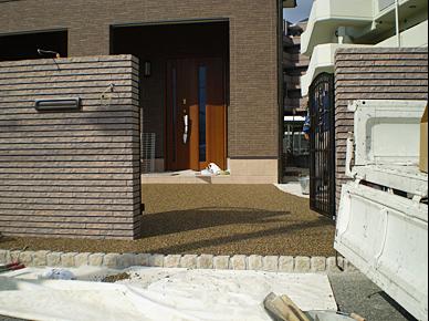 天然石樹脂系仕上舗装材施工