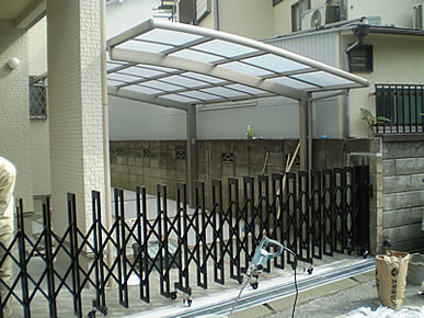 アコーディオン門扉 鋳物門扉等 (TOEX・アルシャインⅡ型・フェスタD型門扉・プレリオ8型門扉)取付