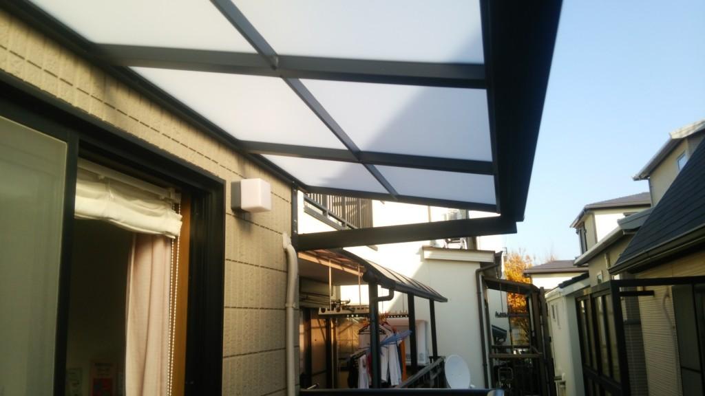 ベランダ テラス屋根、物置設置 (LIXIL・スピーネF型・ルーフタイプ+タクボ物置)