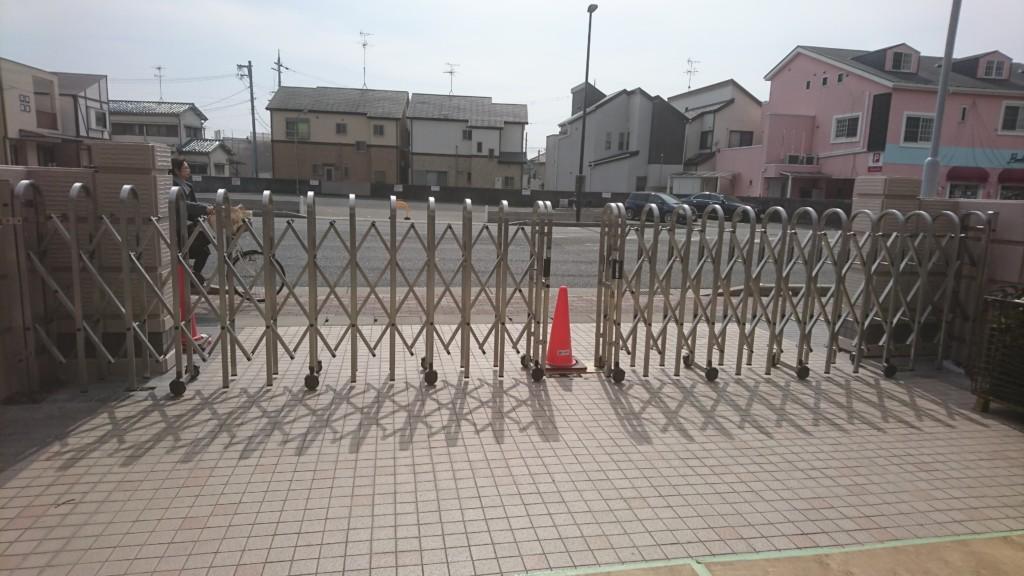 大型アコーディオン門扉設置工事(キャスター式) 2台