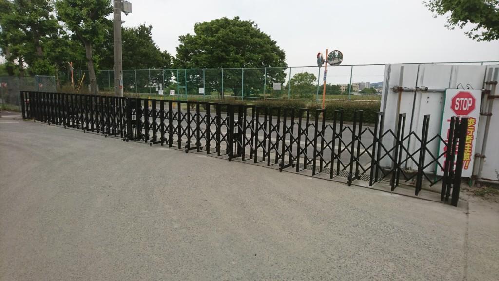 大型アコーディオン門扉設置工事