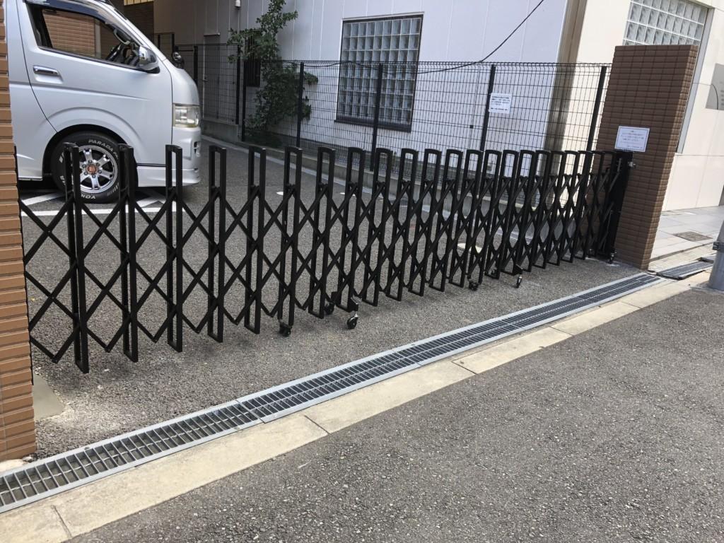 アコーデイオン門扉設置工事