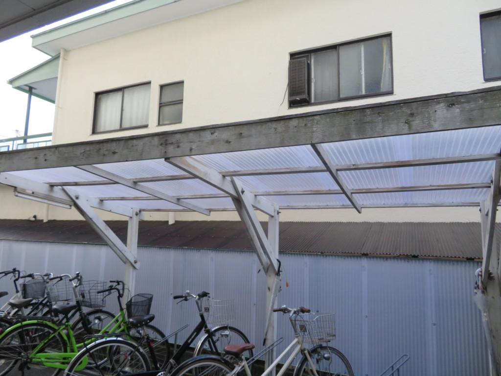 サイクルポート屋根貼り替え・フェンスポリカ波板貼り替え