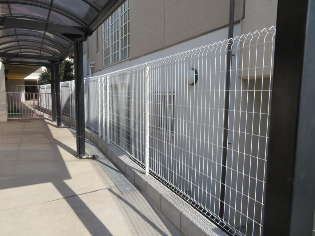 ブロック塀撤去・メッシュフェンスH1500・H1000・機能門柱設置工事