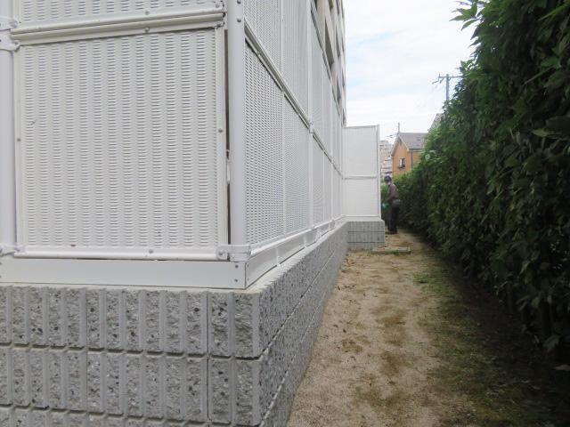 リブブロック撤去・リブブロック積み・目隠しフェンス設置