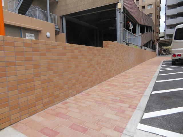擁壁設置・タイル貼り工事・インターロッキング工事