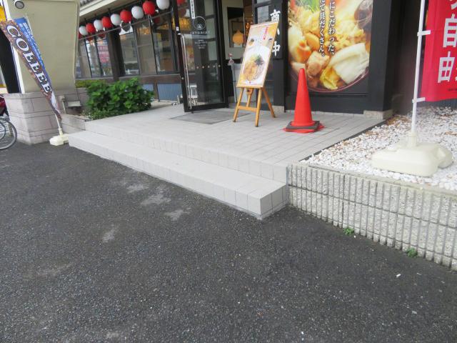 店舗玄関タイル貼替工事