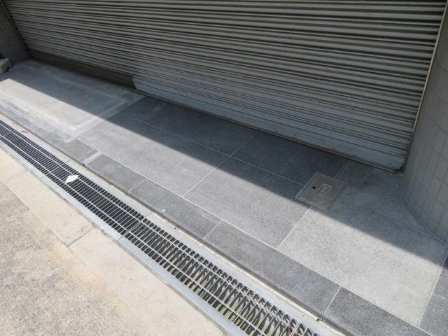 店舗玄関・御影石貼替・壁タイル補修工事