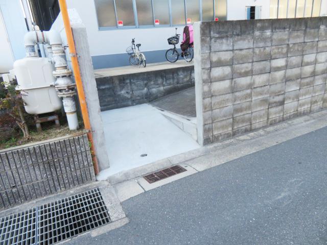 ブロック塀撤去、コンクリート打設