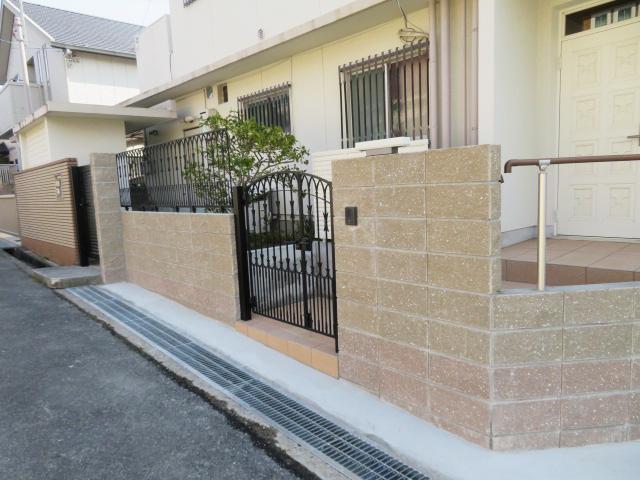 ブロック塀撤去・リブブロック積み・鋳物フェンス・鋳物門扉・アルミ門扉設置工事