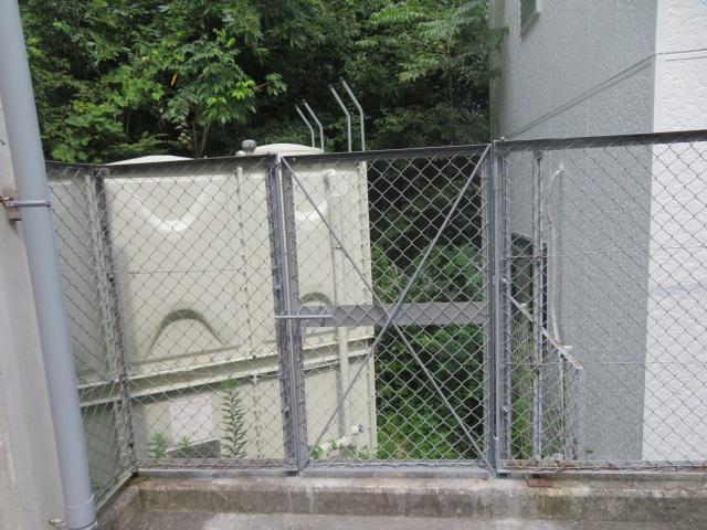 ネットフェンス門扉設置工事